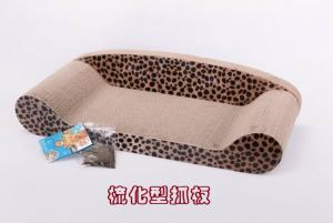 梳化型(加大)抓板   -梳化型瓦通紙月抓板,給貓貓享受磨爪時光  -優質結實瓦通紙  -牢固耐用 不易變形。  -附送貓草,更能吸引貓咪注意   尺寸:70x 33.5 x 14cms