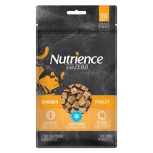 單一蛋白配方  -- 100% 雞肉 凍乾處理  --  鎖住營養和味道。 高蛋白、低熱量  --  非常美味貓喵小食
